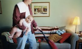 Father-holding-baby-6-9-m-008
